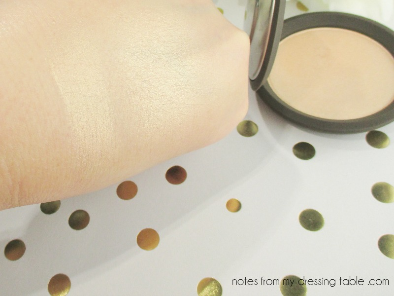 Becca X Jaclyn Hill Shimmering Skin Perfector Pressed - Champagne Pop - Swatch notesfrommydressingtable.com