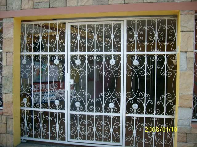 Puertas de herreria sencillas puerta con forja with - Lamina de hierro ...
