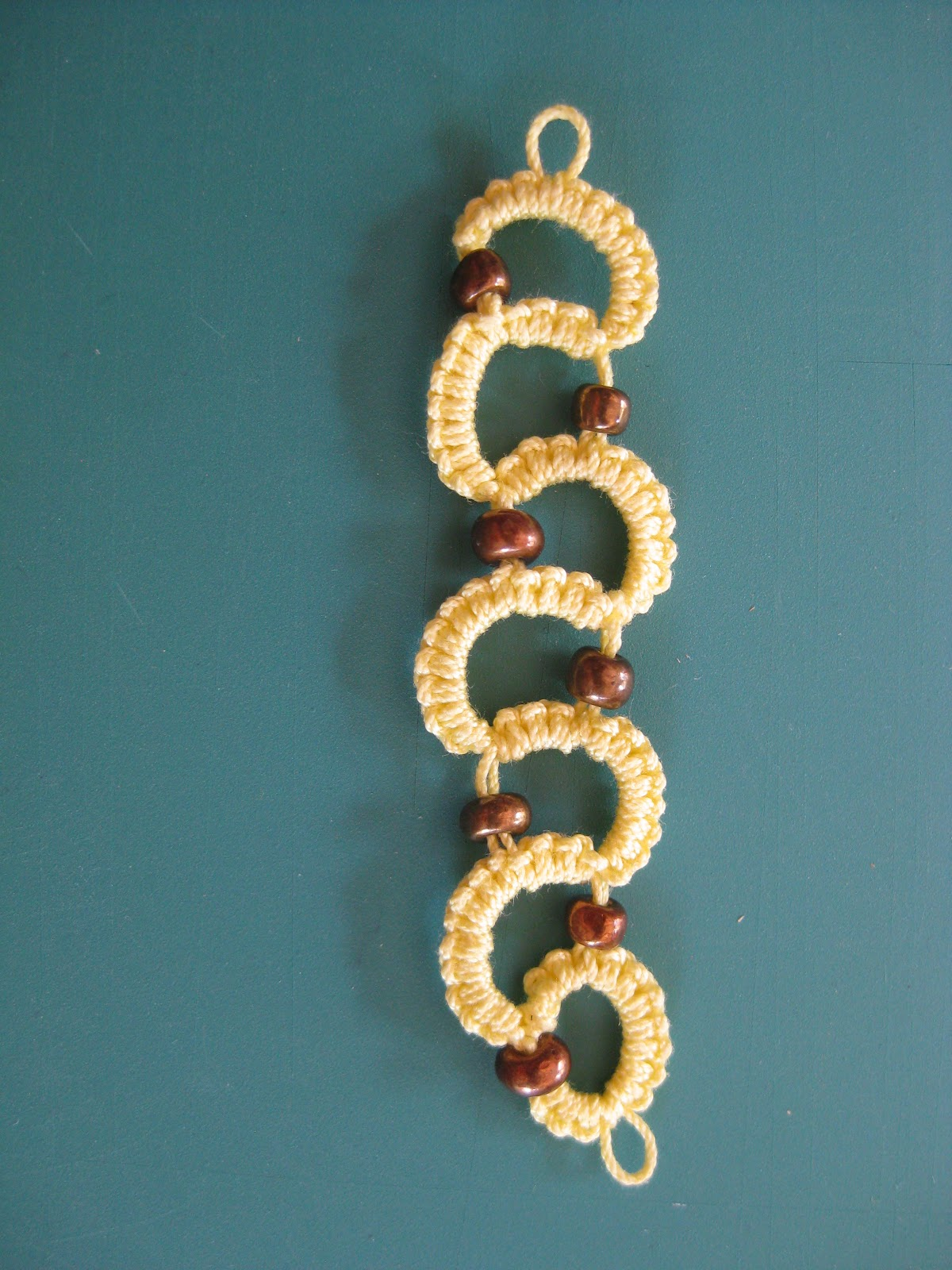 Needle Tatting, adding beads to a bracelet