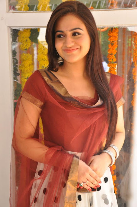 aksha hq latest photos