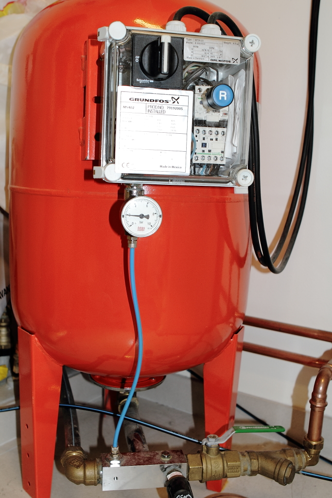 Pumpa luft i hydropress