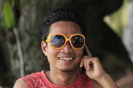 Malay sambil tengok tv3 sambil tue kongkek