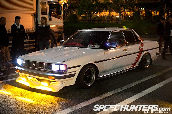 Toyota Cresta X70, japoński klasyk, nocna fotografia, JDM, fotki