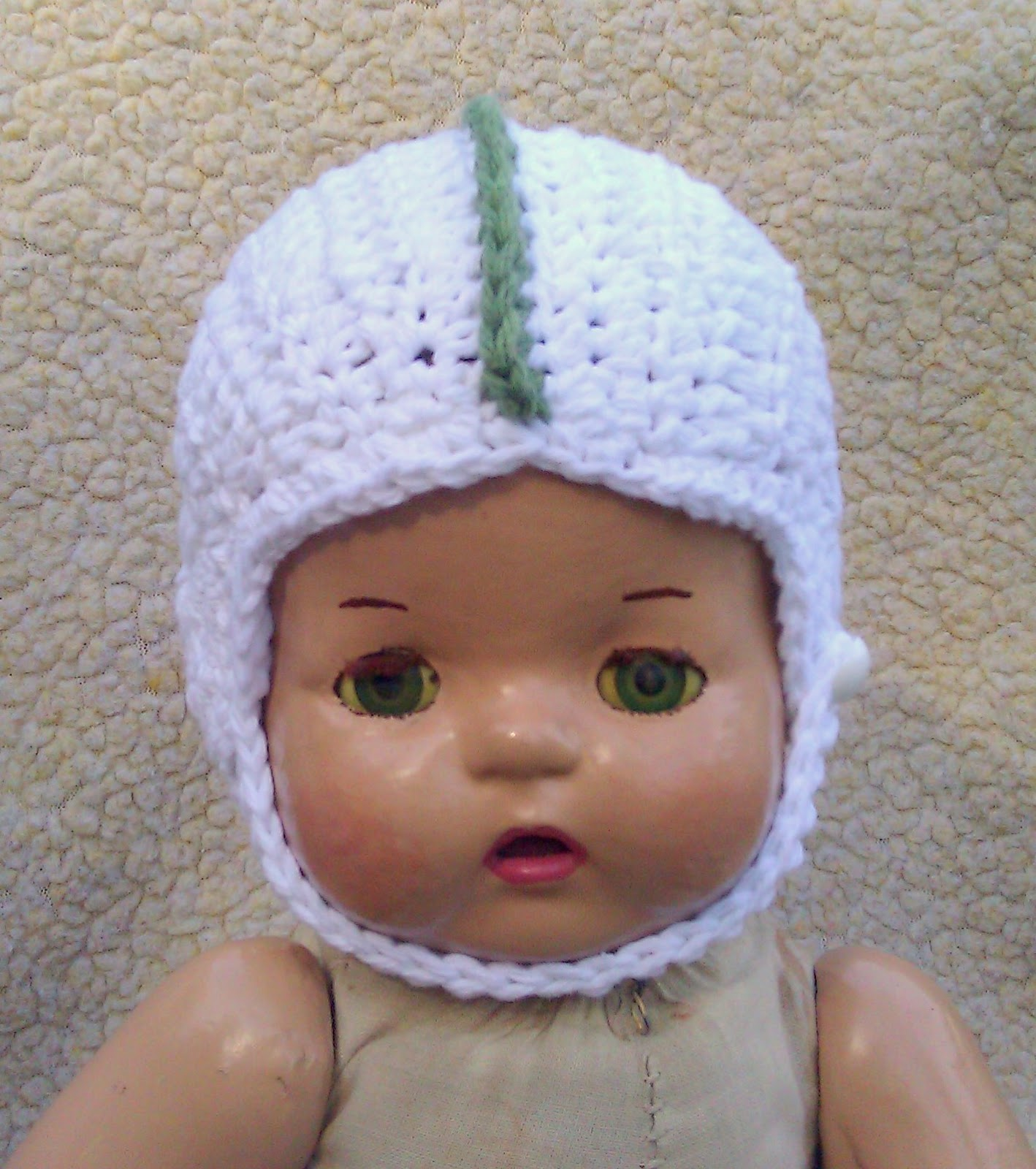 Breezybot: FREE PATTERN - Baby crochet football helmet!