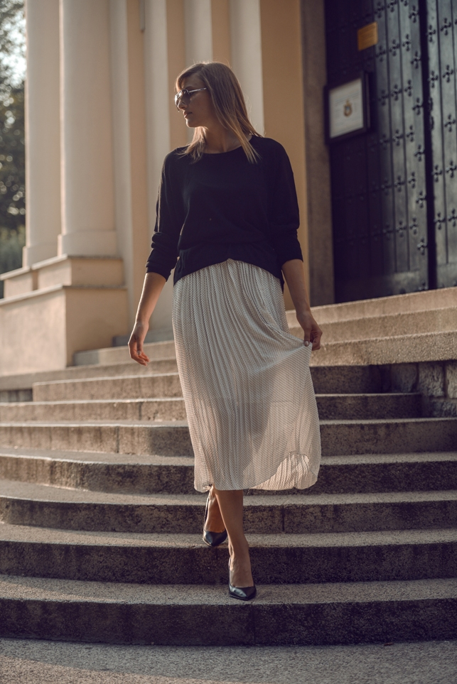 wedding guest outfit, white midi skirt, blogger, classy outfit