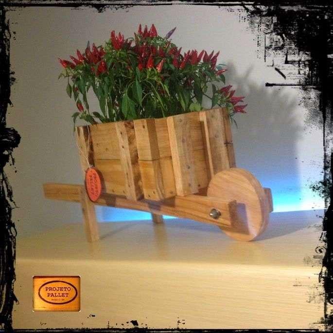 Jardinera con una carretilla hecha - Que hacer con los palets ...