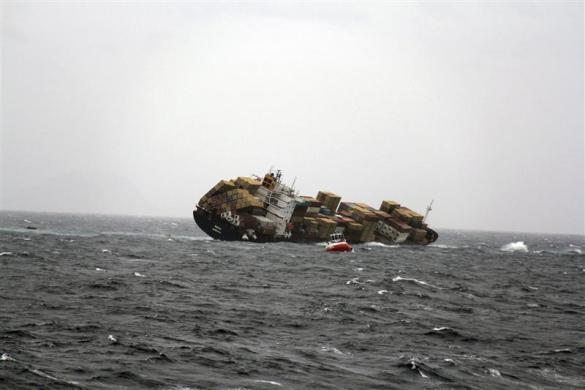 barco carguero hundido