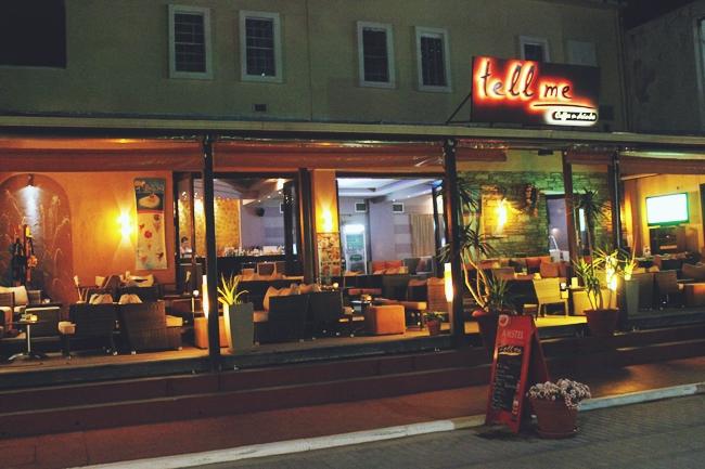 Sarti (Sithonia) at night.Sarti (Sitonija) nocu.Tell me cafe bar Sarti.