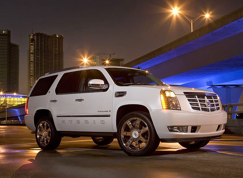 The latest Cadillac Escalade Hybrid has got loads of surprises under its hood starting from the blind spot detection system of vehicle that facilitates in detection of any other vehicle side by side of this SUV, which can be detected by the lighting of the sight mirror of the vehicle.