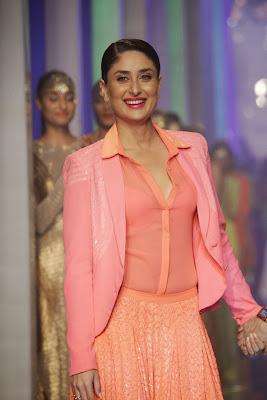 Kareena+Kapoor+Transparent+Dress+Show+Bra007