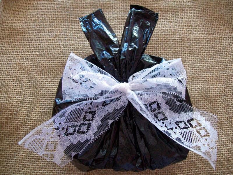 Confeccionada com sacolinha plástica