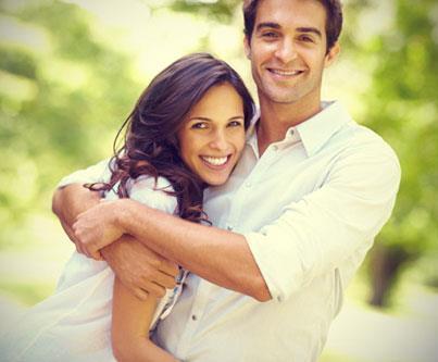 جددى حياتك الزوجية بهذه الخطوات - رجل يحضن امرأة - حب ورومانسية - love and romance