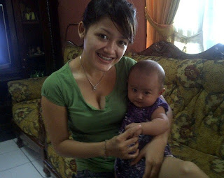 Ibu hamil menyusui cantik