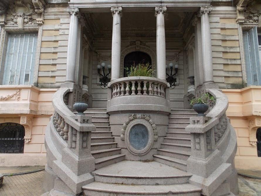 Imagen del frente del palacio