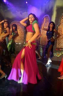 Ragini Dwivedi in tuppa song