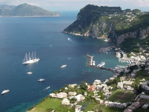 A pleasant holiday travel tour of italy in the isle of capri for Isle of capri tours