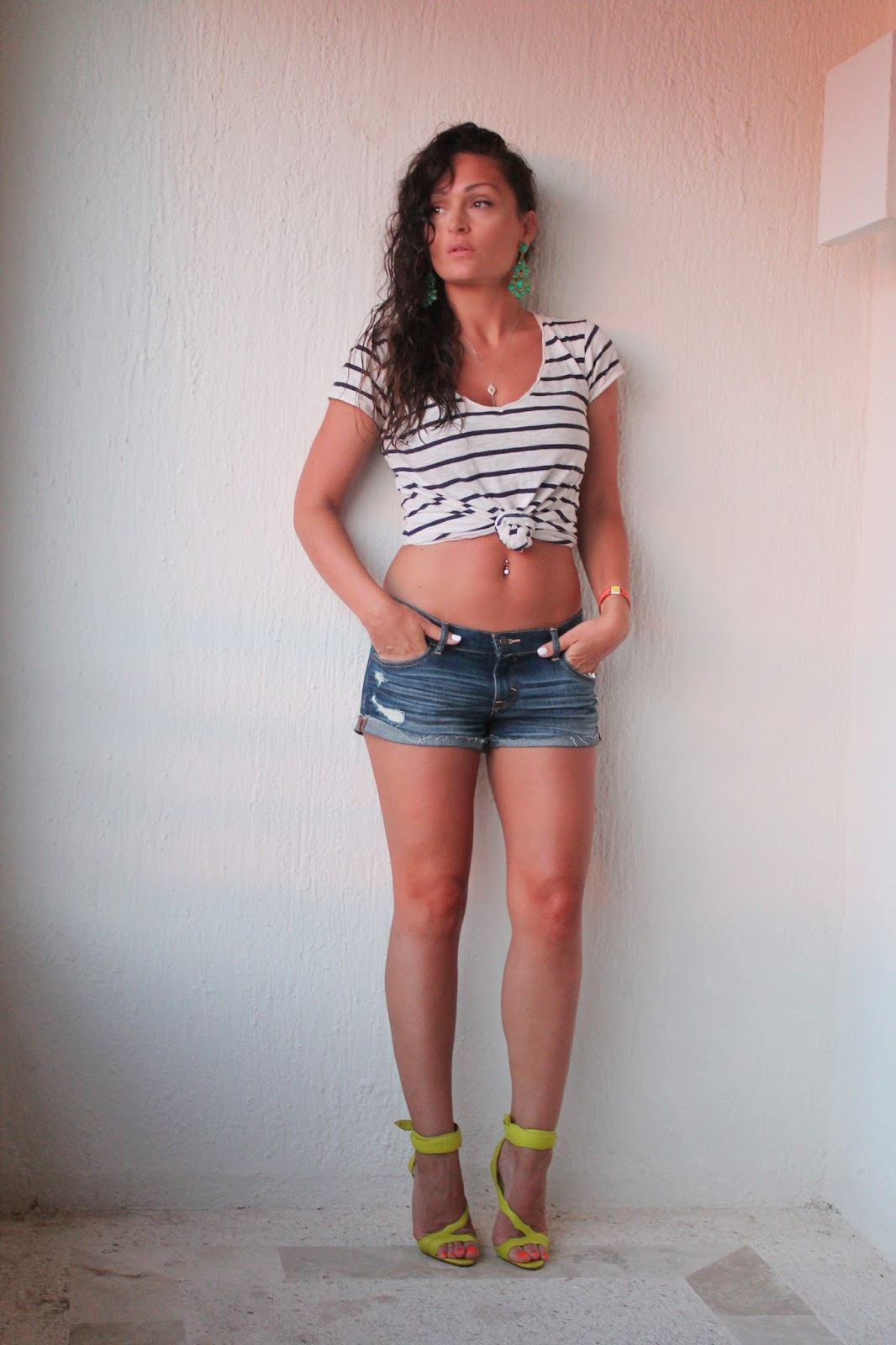 Abercrombie & Fitch shorts, cropped top, Briant Atwood sandals, blogerke, canadian fashion blogger, toronto street style, moda, summer outfit