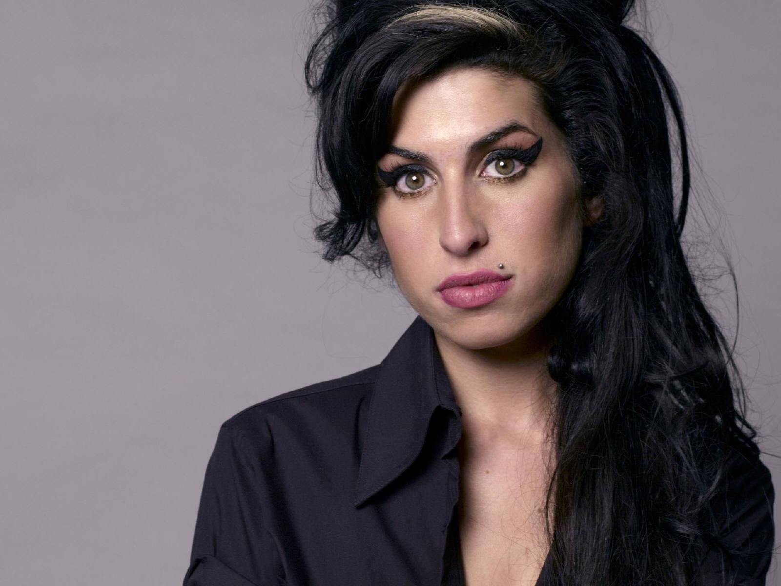 http://2.bp.blogspot.com/-zgL8Mw_2Qnc/T9fT9iHH3wI/AAAAAAAABes/_tlTMue81xc/s1600/Amy+Winehouse.jpg