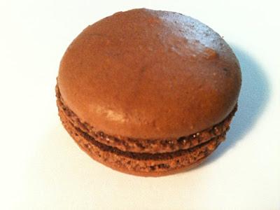 Les meilleurs macarons au chocolat de Paris - Angelina