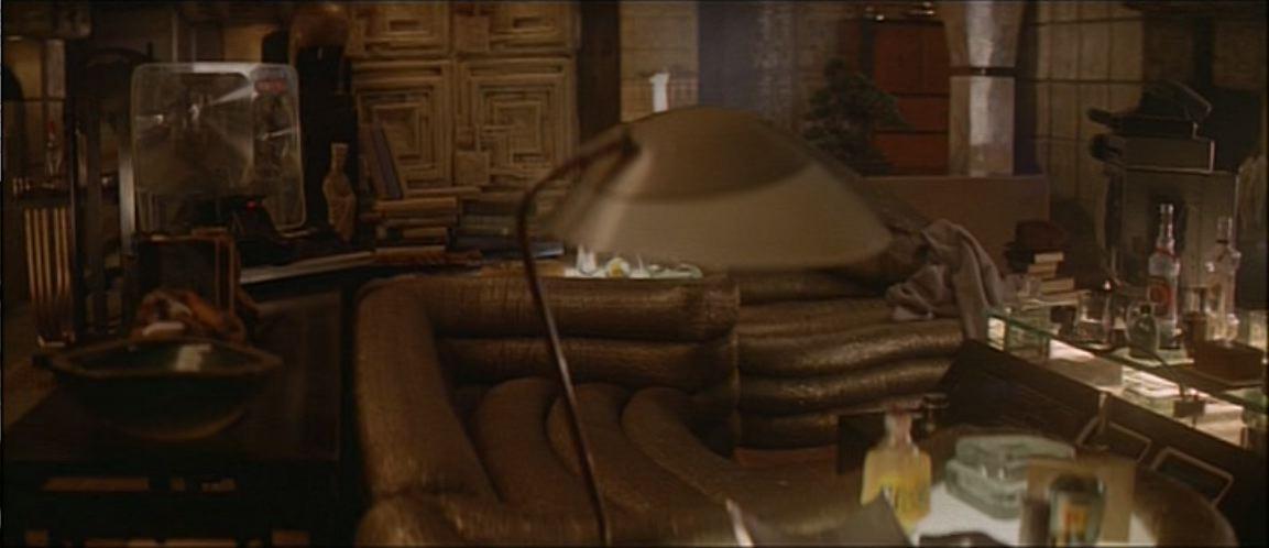 architecture of film architecture of blade runner 1982 deckard 39 s apartment. Black Bedroom Furniture Sets. Home Design Ideas