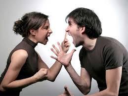 أمور ينبغي تجنبها بعد المشاجرة بين الزوجين او الشريكين,رجل امرأة يتشاجران يتشاكلان ,man woman fihgting