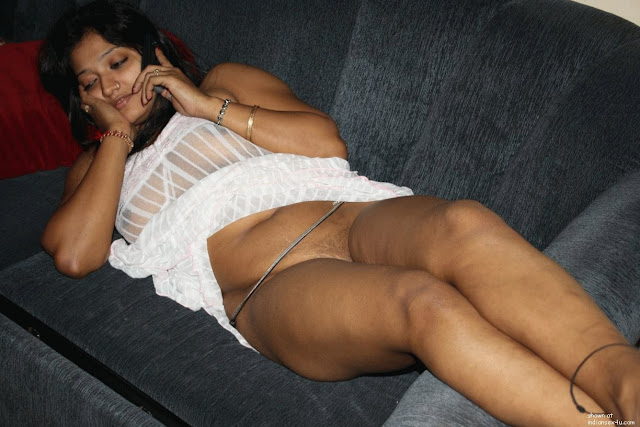 Topless Indian Babe indianudesi.com