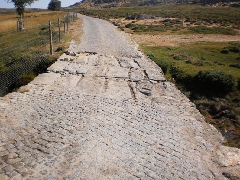 Ponte em pedra na Portela da Anta na Serra da Freita