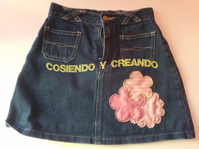 cosiendo y creando falda con flores tuneado crisis reciclado