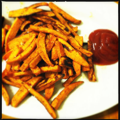 oven-baked sweet potato fries with cinnamon and paprika
