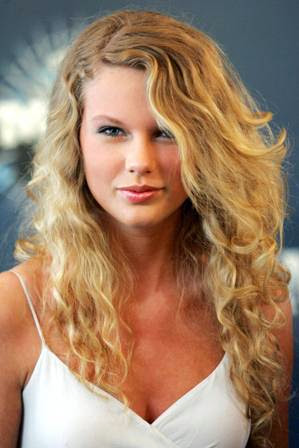 foto taylor swift di acara CMT Music Award 2006