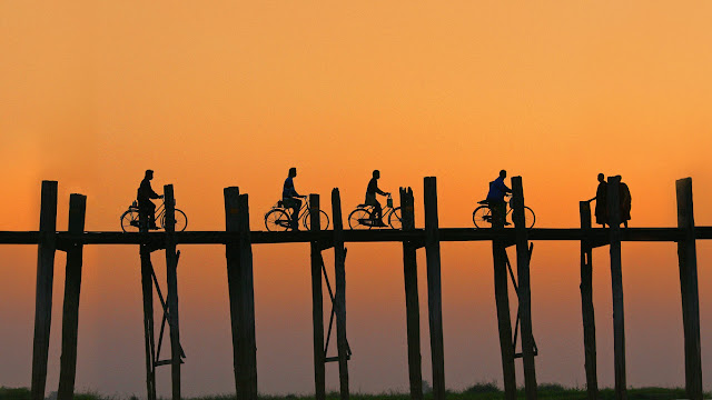 U Bein Bridge, Amarapura, Myanmar (© Moment Select/Getty Images) 694