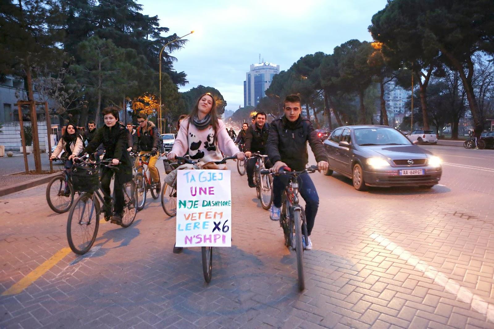 Campagna chok in Albania : Ti trovo la fidanzata se lasci il fuoristrada a casa