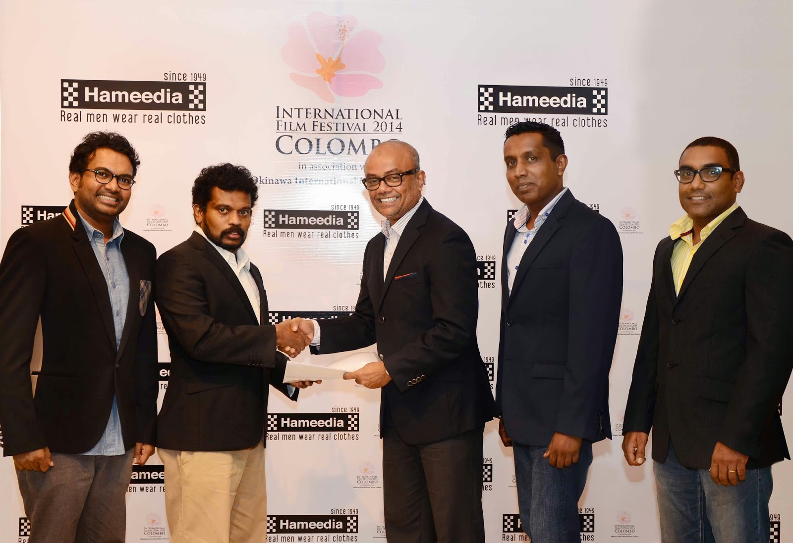 Standing from left to right - Vimukthi Jayasundara, Film Director; Asoka Handhagama, Director, IFFC; Fouzul Hameedia, Managing Director, Hameedia; Yasotharan Paramanantham, Head of Retail Sales and Marketing, Hameedia; and Ramasamy Balakumar; Manager Advertising and Promotions, Hameedia
