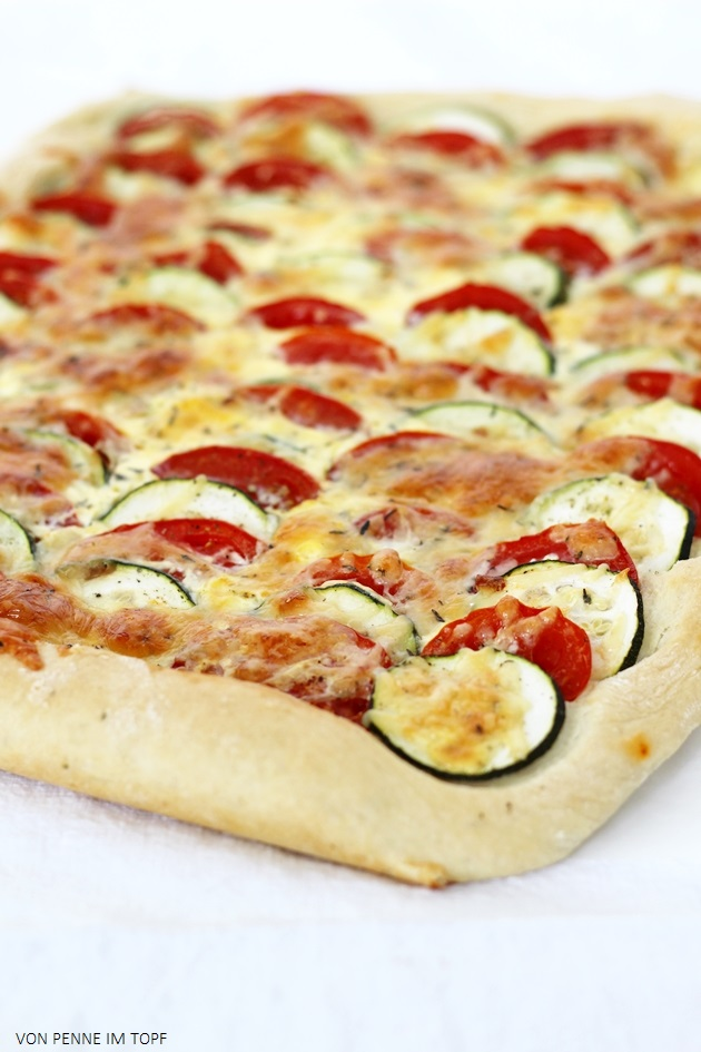 Penne im Topf: Zucchini - Tomaten - Kuchen