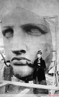 Cabeça da estatua da liberdade sendo construida