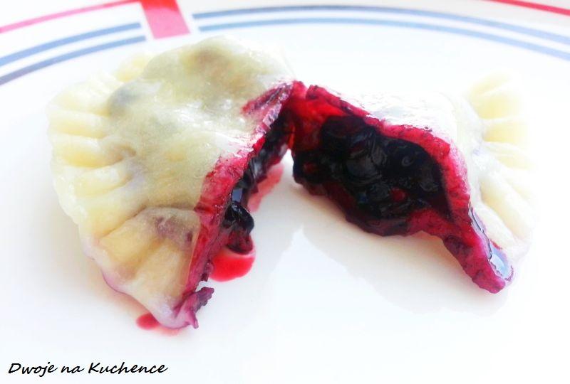 Pierogi z owocami i śmietaną