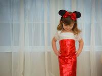 Bocah 4 Tahun Buat Pakaian Ala Artis dari Kertas