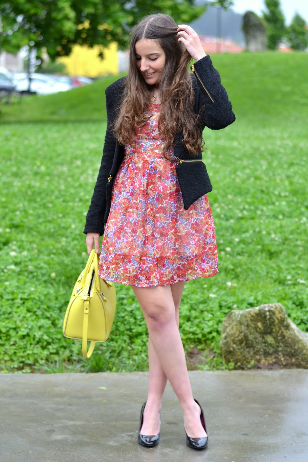 outftis floral print dress, zara yellow bag
