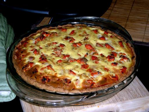 Киш с грибами, сыром и помидорами