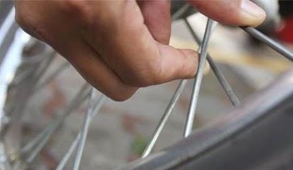 Tips dan Cara Memperbaiki Velg Motor Yang Bengkok