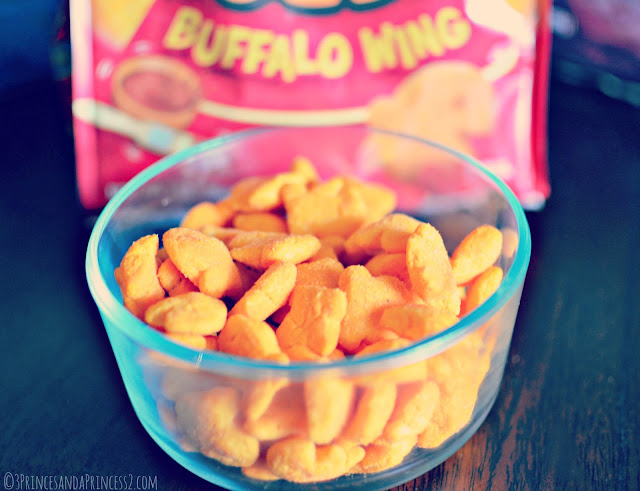 Buffalo Wing Goldfish Puffs #Makeitgopuff #Shop
