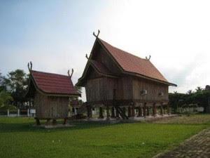 rumah adat jambi rumah tradisional rumah panggung jambi Gambar Rumah Adat Indonesia