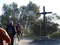 La Creu de Querol al mig del coll del mateix nom