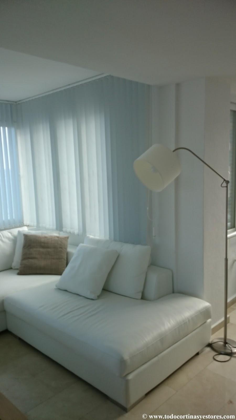 Decoracion interior cortinas verticales estores for Cortinas opacas blancas