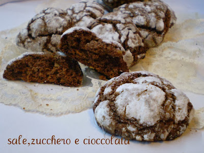 biscotti al cioccolato morbidi con granella di mandorle
