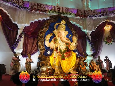 Startling God Ganesh Idol Bhagal Char Rasta Road, Surat