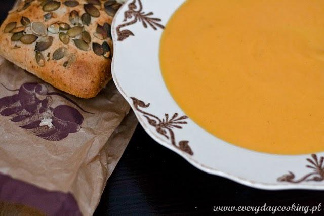 Korzenna zupa marchewkowa