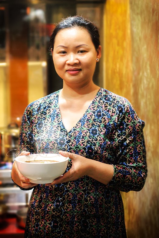 Loan, the youngest daughter who learns the mother's secret recipes and now heads the kitchen at monViet, Jakarta