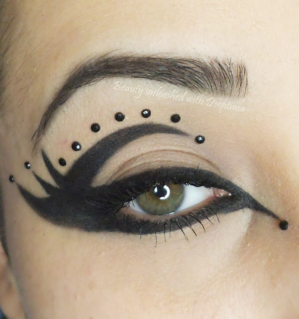 Gothic liner