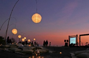 Resort Pulau Kanawa pada malam hari